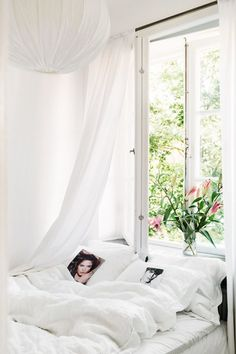 Bedroom / open layout / window / white bed sheets / flowers / bouquet windowsill / minimalist decor / pretty and chic / home