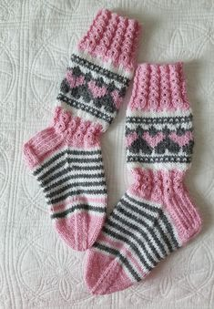 Sydänsukat Knitting Socks, Baby Knitting, Knit Socks, Knitting Patterns, Crochet Patterns, Knit Baby Dress, Sock Toys, Winter Socks, Knitting Videos