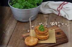 Interpretazione di un piatto tipico della regione Sicilia. I ceci come protagonisti di un aperitivo sano ma goloso.