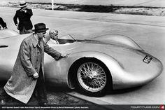 Vintage Motorcycles 1937 Auto Union Typ C Stromlinie. Audi Sport, Sport Cars, Grand Prix, Auto Union, Old Race Cars, Vintage Race Car, Car And Driver, Automobile, Motor Car
