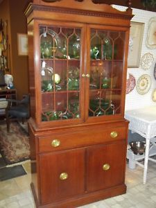 VINTAGE CHINA CABINET 2 SOLID CABINETS AT BOTTOM / 2 DRAWERS / 2 GLASS DOORS OPEN OUT TO 3 SHELVES