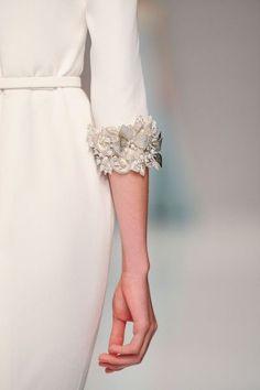 Detalhe do vestido com bordado