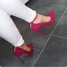 "693 Likes, 20 Comments - Stilettocouture Bella (@stilettocouturebella) on Instagram: ""Closeup #shoefie #shoefetish #shoequeen #shoeporn #louboutins #shoeblogger #fashion…"""
