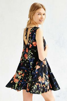 Ecote Clary Printed Godet Trapeze Dress - Urban Outfitters