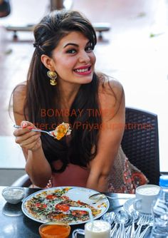 Jacqueline Fernandez eating the famous Tomato uttapam & south filter coffee at Vaishali at Pune @Asli_Jacqueline #Roy