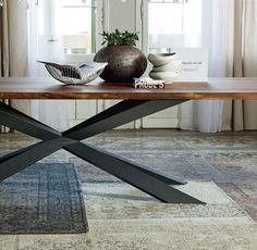 Italy design dining table: Spyder Wood