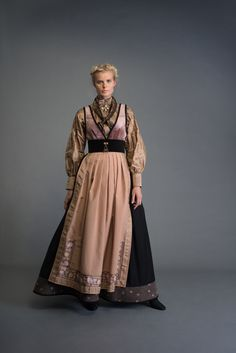 2017-10-Eva-Bunad-852-fin Folk Fashion, Ethnic Fashion, Folk Costume, Costumes, Costume Design, Traditional Outfits, Capsule Wardrobe, Stylish, Medieval