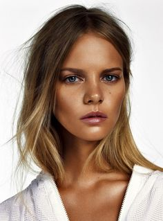 Get A Jump Start On Warmer Weather With These 5 Bronzed Beauty Looks via @WhoWhatWear