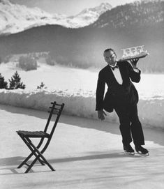 Alfred Eisenstaedt: Headwaiter Rene Breguet brings aperitifs to English guests at the skating rink of the Grand Hotel, Saint-Moritz, 1932