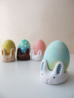 Create this egg~cellent Egg Cup Bunny for this Easter season. Display your beautifully decorated eggs in these special bunny cups! Designed by Swirly Designs by Lianne and Paul Stoddard, www.swirlydesigns.com