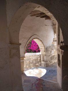 ~ Ένα γραφικό σοκάκι από την χώρα της Νάξου. ~    A picturesque alley in the hora of Naxos island    by christos13
