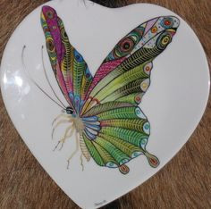 Peinture sur porcelaine - Peinture sur porcelaine, peinture sur verre, fusing, cours, atelier Glass Butterfly, Butterfly Jewelry, Butterfly Design, China Painting, Ceramic Painting, Color Me Mine, Painting Lessons, Beautiful Butterflies, Glass Art