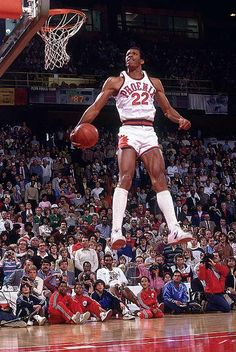 ムキムキやし飛んでるし Larry Nance- Slam Dunk Contest Champion 1984.