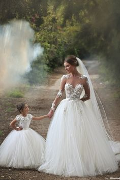 ▷ 1001 + princesses wedding dress models for fairytale .- ▷ 1001 + Prinzessinnen Brautkleid Modelle für märchenhafte Hochzeit magnificent wedding dress with lace elements and tulle, sweetheart, with veil - Princess Wedding Dresses, Dream Wedding Dresses, Bridal Dresses, Girls Dresses, Tulle Wedding, Gown Wedding, Wedding White, Prom Dresses, Dresses 2016