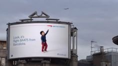 British Airways nous restitue notre regard d'enfant émerveillé, celui que nous avions en regardant les avions qui passent dans les nuages. Grâce à un système d'affichage et une technologie de surveillance intégrée, quand un avion passe, le panneau d'affichage le détecte et s'anime : un enfant se met à suivre l'engin jusqu'à l'extrémité de l'encart et désigne du doigt le modèle de l'avion et sa destination.