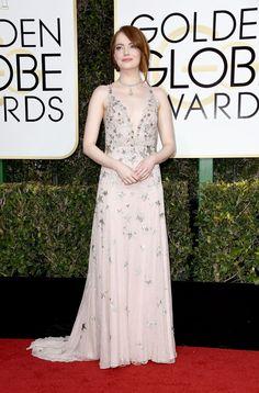 Das lantejoulas douradas de Blake Lively aos bordados prateados de Emma Stone, os tons metálicos iluminaram os longos vestidos da 74º edição dos Globos de Ouro. Para o bem e para o mal.