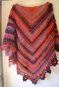 Penelope's shawl made into a poncho. Crochet Shawls And Wraps, Knitted Shawls, Crochet Scarves, Crochet Clothes, Crochet Art, Crochet Stitches, Free Crochet, Crochet Patterns, Crochet Capas