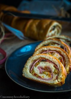 Venezuelan Traditional Ham Bread – This incredibly delicious bread filled with ham, olives and raisins is the perfect addition to your holiday table. www.mommyshomecooking.com