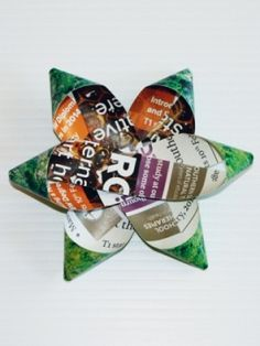 make an upcycled paper gift bow from green lifestyle mag Gift Bows, Paper Gifts, Upcycle, Wraps, Gift Wrapping, Craft Ideas, Christmas Ornaments, Lifestyle, Holiday Decor