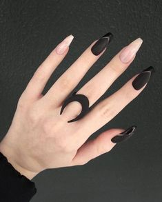 Black is a commonly used color in nail art designs. Many people have tried black nail art designs. Black can be used alone or in combination with any other color. Black can be used on nails of any shape. Black coffin nails and black Stiletto nails ar White Nail Designs, Acrylic Nail Designs, Nail Art Designs, Acrylic Nails, Nails Design, Black Nails, White Nails, How To Do Nails, Fun Nails