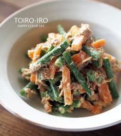 彩りの良い野菜のおかず。お弁当や副菜にぴったりの一品です。野菜を茹でて和えるだけ!とても簡単です。鰹節を加えるのがポイント!味に深みが出てより美味しくなりますよ♪