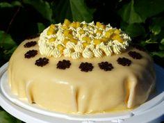 Einfache Mango-Sahne-Torte mit Marzipandecke