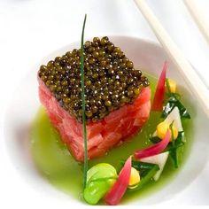 Art culinaire / Le Cinq Paris Four Seasons GV Food Design, Gourmet Recipes, Cooking Recipes, Molecular Gastronomy, Culinary Arts, Creative Food, Food Presentation, Food Plating, Tapas