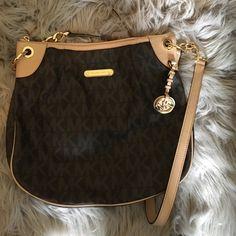 Purse! Michael Kors new purse with zipper in gold Michael Kors Bags Crossbody Bags