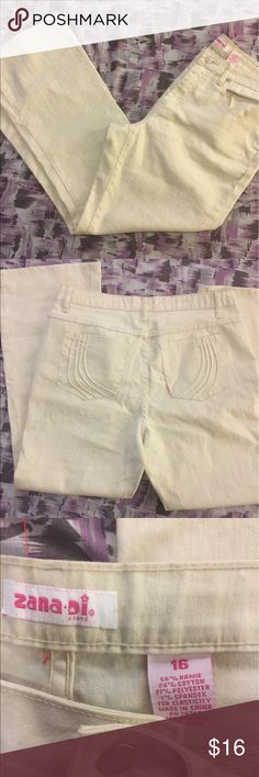 EUC Plus Size Zana Di Bootcut Jeans Inseam 29 1/2 inches. Waist 34 inches. Cream color. Zana Di Jeans Boot Cut