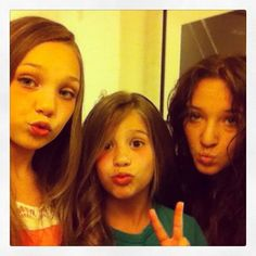 Dance moms Maddie Mackenzie and Gianna. Maddie And Mackenzie, Mackenzie Ziegler, Maddie Ziegler, Mack Z, Dance Moms Girls, Kendall Vertes, Reality Tv Shows, Jojo Siwa, Best Shows Ever