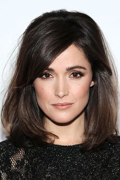 Rose Byrne's dyed her locks in a chocolate shade and rocked a implausible bob coiffure, reaching her shoulders. Rose Byrne's side-swept bang with a bit texture offered her with a beautiful look. Hair Styles 2014, Medium Hair Styles, Short Hair Styles, Hair Medium, Celebrity Hairstyles, Cool Hairstyles, Mid Length Hairstyles, Backcombed Hairstyles, Long Bob Hairstyles For Thick Hair