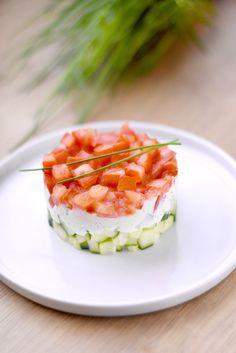 Ce duo de concombre et tomates est simplement PARFAIT pour votre déjeuner ! Retrouvez cette délicieuse recette sur notre page Facebook Om Nom Nom !