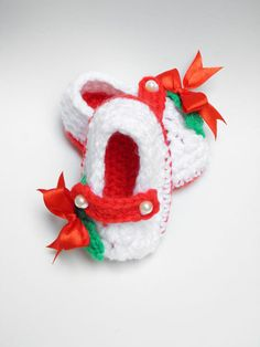 Baby Holly Slippers Crochet Christmas Baby by craftsupplieszone