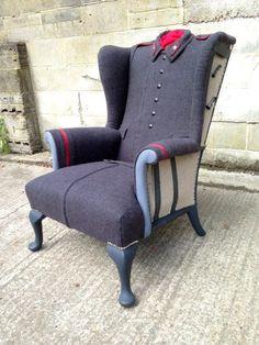 кресло с чехлом из советской шинели