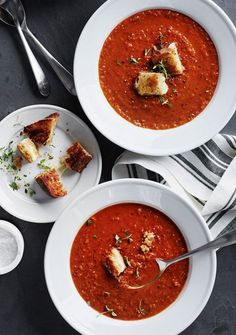 Extra croutons, please. 🍞🍅 Roasted Red Pepper and Tomato Soup w/ Thyme Croutons prepped with the Pro Line Blender and served on Tradition Soup Plates. Recipe + shop links in bio. Cooking Recipes, Healthy Recipes, Healthy Soups, Healthy Food, Healthy Eating, Tomato Soup Recipes, Le Diner, Roasted Red Peppers, C'est Bon