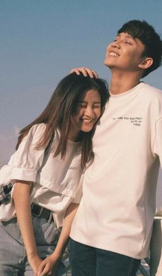 lấy or save = fl dii<br> Couple Shots, Couple Posing, Couple Portraits, Relationship Goals Pictures, Cute Relationships, Korean Couple Photoshoot, Din Lang, Couple Goals Cuddling, Pre Wedding Poses