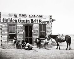 In the American Old West, a saloon designates a café or hotel. The first was established in 1822 at Brown's Hole, Wyoming, between Colorado . Old West Saloon, Western Saloon, Western Art, Le Lombard, Westerns, Old West Photos, Miles City, Cowboy Horse, Cowboy Art