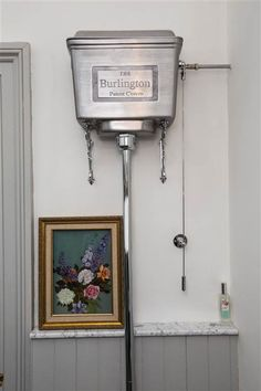Old fashioned toilet Walk In Shower Designs, Downstairs Toilet, Small Bathroom, Family Bathroom, Dream Bathrooms, Bathroom Ideas, Home Remodeling Diy, Medicine Cabinet Mirror, New House Plans