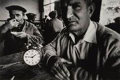 Ara Güler's magnificent black & white Istanbul. Narrative Photography, Artistic Photography, Art Photography, Old Pictures, Old Photos, Istanbul, Paris Match, Return To Work, Great Photographers