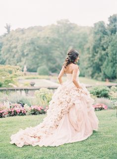 A Vera Wang masterpiece   Photography: Blaine Siesser Photography - www.blainesiesser.com/ Read More: http://www.stylemepretty.com/2015/01/02/elegant-cranbrook-gardens-art-museum-wedding/