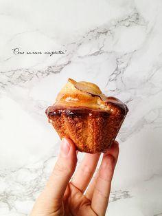 MAGDALENAS DE MANZANA RELLENAS DE CREMA PASTELERA Cupcakes, Sweet Tooth, Muffins, Bakery, Brunch, Yummy Food, Favorite Recipes, Sweets, Meals