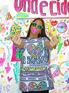 BROKEN UN t-shirt, color, oversize, sequins, fashion, makeup, undecided, unlovers, fun, glitter, design, shiny, club, aliens, spontaneous, irreverent, gold, pink, blue, green, white, purple, unlovers , handmade, pattern Pink Blue, Blue Green, Aliens, Sequins, Glitter, Club, Makeup, Pattern, Gold