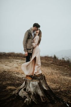 Cheapest Wedding Venues Near Me Engagement Photo Outfits, Engagement Photo Inspiration, Photoshoot Inspiration, Engagement Couple, Engagement Pictures, Engagement Shoots, Couple Photography, Engagement Photography, Wedding Photography