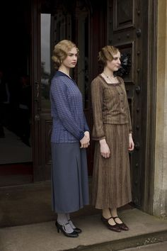 Lily James as Lady Rose MacClare and Laura Carmichael as Lady Edith Crawley in Downton Abbey (TV Series, 2013).