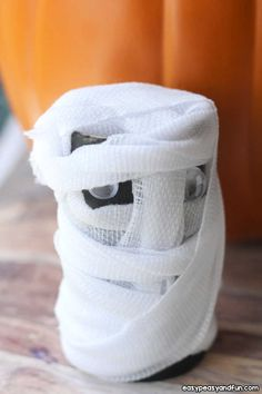 Halloween Toilet Paper Roll Crafts - Easy Peasy and Fun Crafts For Kids To Make, Easy Crafts, Toilet Paper Roll Crafts, Recycled Crafts, Creative Kids, Craft Items, Easy Peasy, Preschool Activities, Halloween Crafts