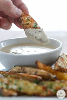 Oven Fries with Gorgonzola Dipping Sauce//