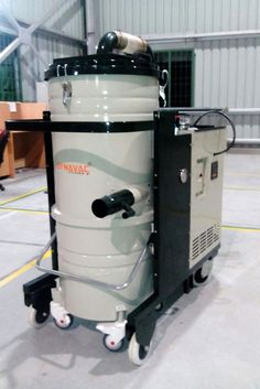 Dynavac® supplied this heavy duty vacuum cleaner with multiple suction points. The larger suction opening with a diameter of 75mm is used to clean the floor and the second opening with a diameter of 30 mm is used to clean the control panel.