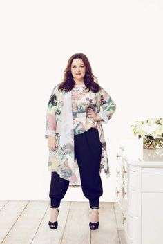 Melissa McCarthy wearing navy jogpants, high heels and a matching cardigan & blouse combo from her new spring collection Big Girl Fashion, Fashion Line, Curvy Fashion, Plus Size Fashion, Look Plus Size, Plus Size Women, Curvy Outfits, Plus Size Outfits, Plus Zise