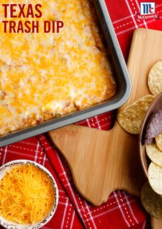 Texas Trash Dip Stop the search! You've found the ultimate ooey, gooey, cheesy bean dip recipe that's perfect for a game day party appetizer. Taco Seasoning, cheese and refried beans combines for an irresistible party dip. Carnitas, Barbacoa, Appetizers For Party, Appetizer Recipes, Party Dips, Mexican Appetizers Easy, Party Snacks, Keto Snacks, Tamales