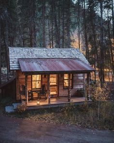 091 Small Log Cabin Homes Ideas Small Log Cabin, Tiny Cabins, Little Cabin, Tiny House Cabin, Log Cabin Homes, Cabins And Cottages, Cozy Cabin, Tiny Houses, Rustic Cabins